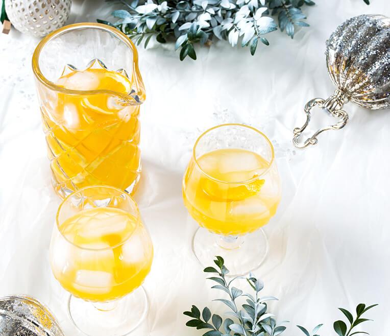 Cocktails und Kristallgläser