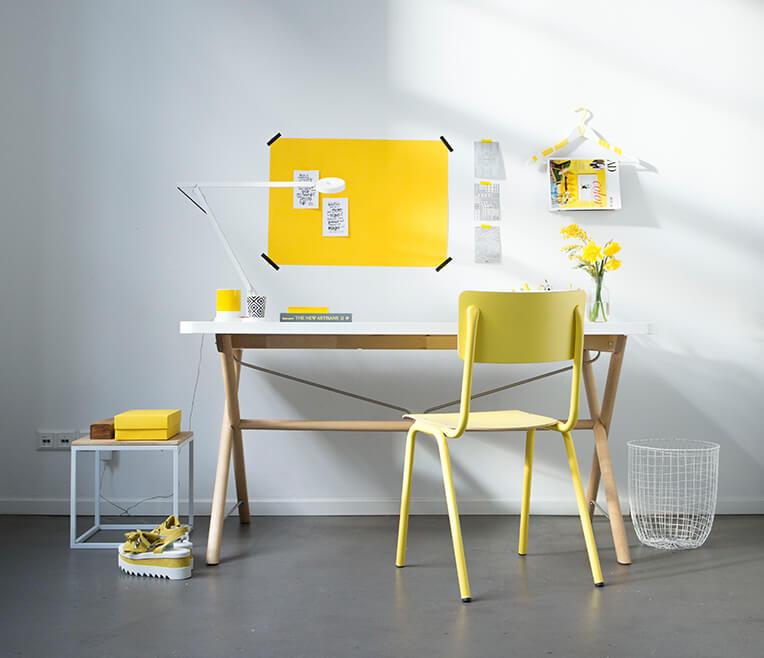 Schreibtisch mit Stil – Ein Arbeitstag in grau und gelb