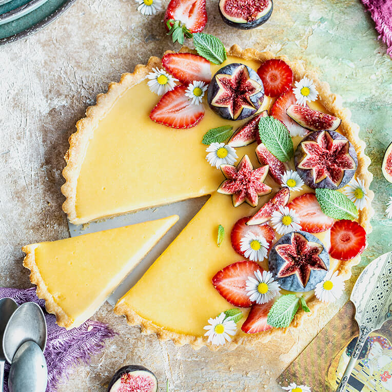 Recipe »Lemon tart with figs and strawberries«