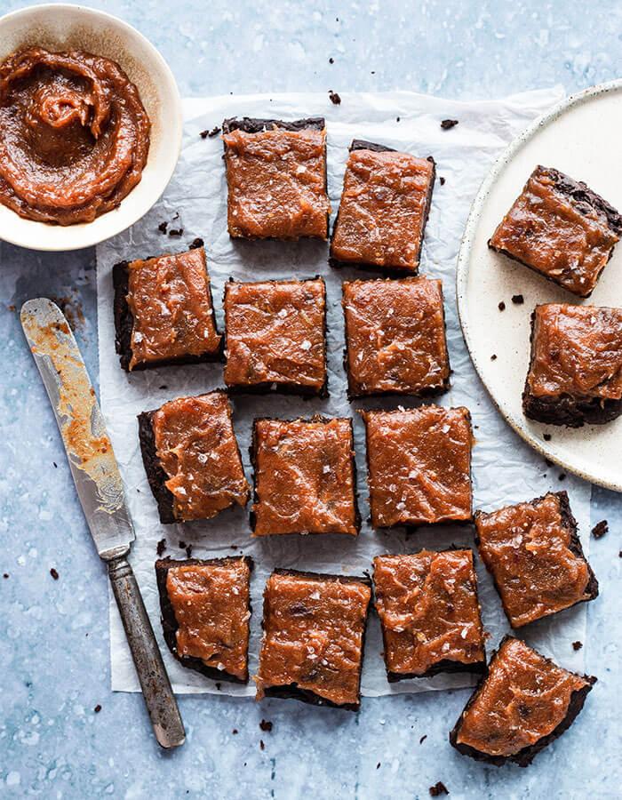 Rezept: »Brownies mit schwarzen Bohnen & Dattelkaramell«