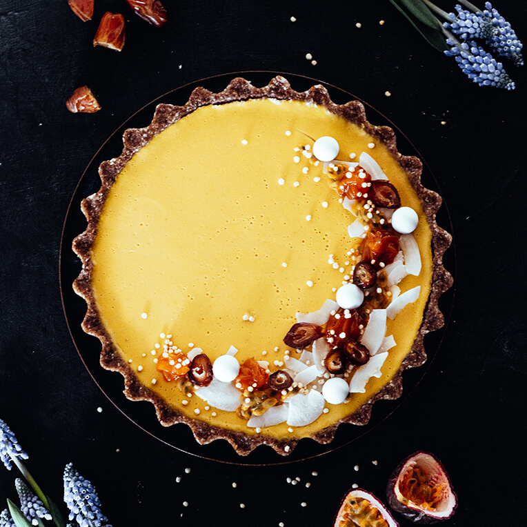 Recipe »Vegan Mango-Coconut-Tarte with Date-Pecan-Crust«