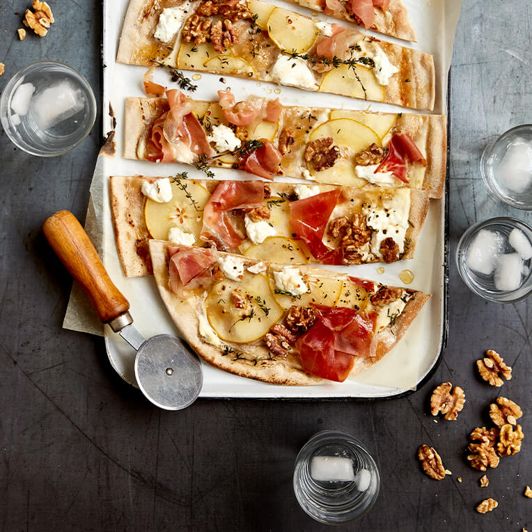 Recipe: »Alsacian Tarte Flambée with Pear, Walnut & Goat Cheese«