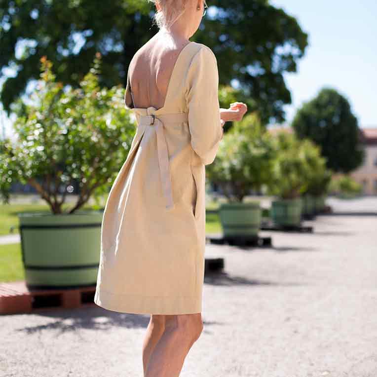 37/3 Backless Dress