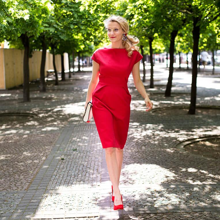 37/4 Tailliertes Shift-Kleid