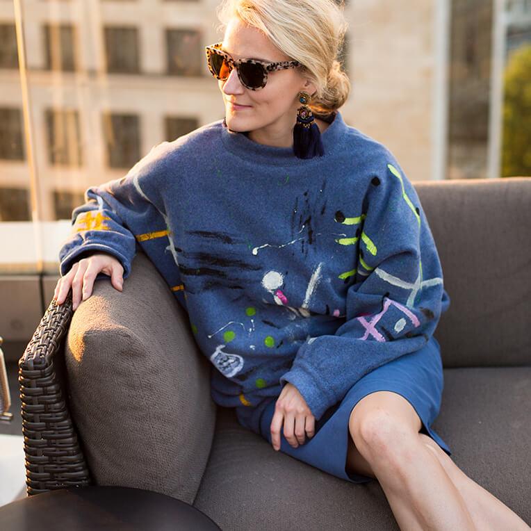 37/5 Bemalter Oversize-Pullover
