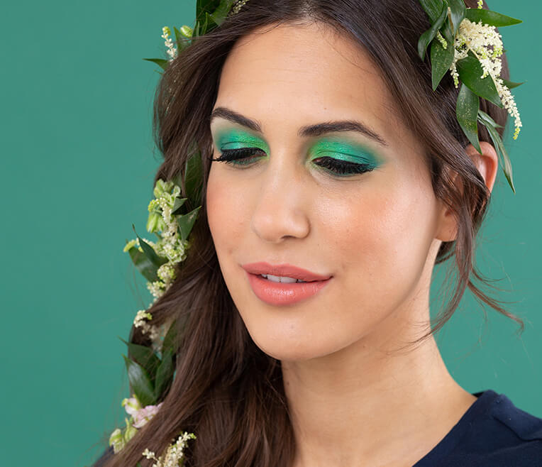 Bunte Farben und leichte Blumen – Festival Make Up Looks mit Clea-Lacy