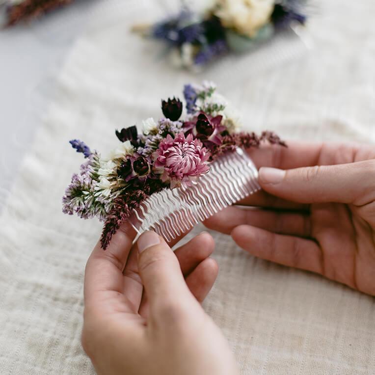 DIY »Haarkamm mit getrockneten Blumen«