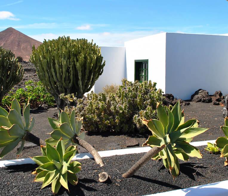 Lanzarote – Der Held und seine Bauten