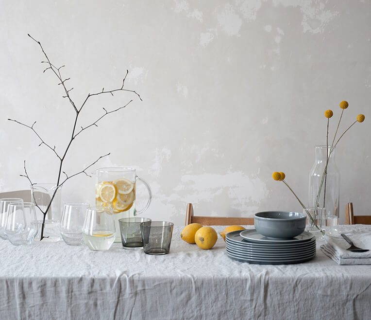 Table of the Month: Grau und Gelb