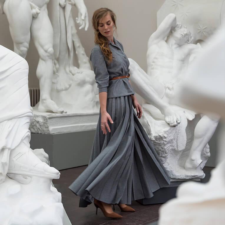 32/3 – Long pleated skirt