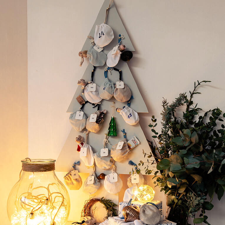 DIY »Wooden Tree Christmas Calendar with hand-sewn bags«