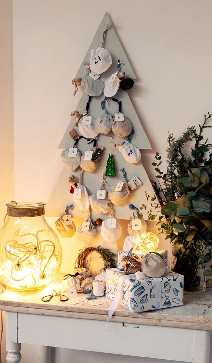 DIY »Holzbaum Adventskalender mit Stoffsäckchen«