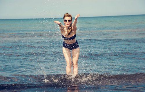 Ein Tag am Wasser mit unserer sisterMAG Playlist für den Sommer