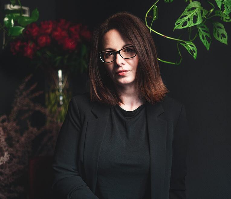 CUPRA x CREATORS – Floral Artist Hürriyet Bulan kreiert einen Flower Arch für Kitchen Stories