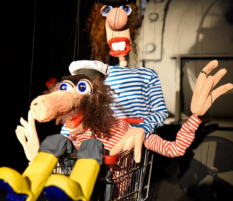 Am seidenen Faden: Marionetten