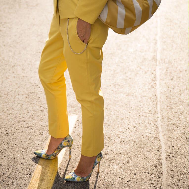 41/7 Gelbe, schmale Businesshose